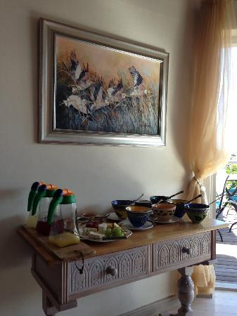 Wild Olive Guest Lodge: Beautiful paintings everywhere