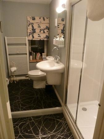 Millyard House: The shower in room 1