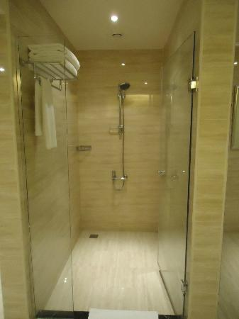 Iberotel Palace: Our shower in our suite!