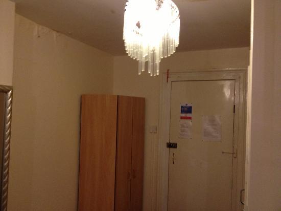 The Belgravia Hotel: the room