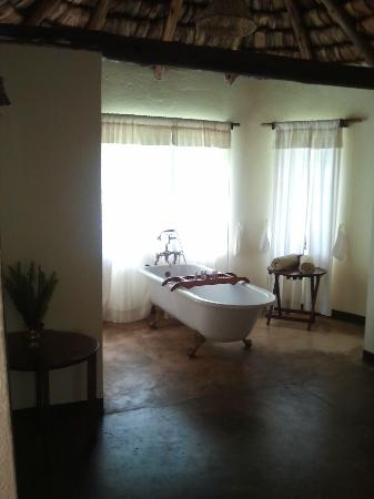 Arusha Safari Lodge: Bathtub