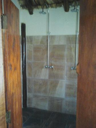 Arusha Safari Lodge: Double shower