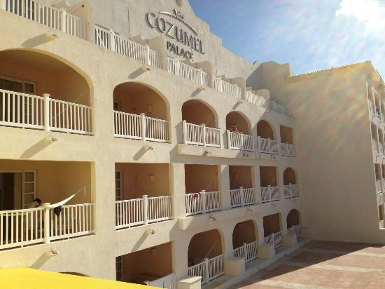 Cozumel Palace: Picture of junior suite balconies facing the ocean