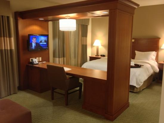 Hampton Inn & Suites Salem: Suite room at the Hampton Inn
