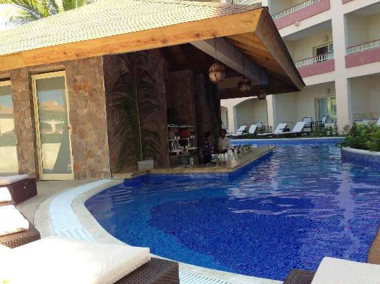 Majestic Colonial Punta Cana Swim Up Rooms