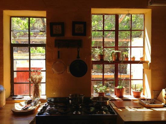 Rooderandt Hillside Lodge: Lovely windows in the Lodge kitchen