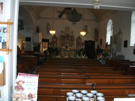 Place de la Nation: L'intérieur de la petite église