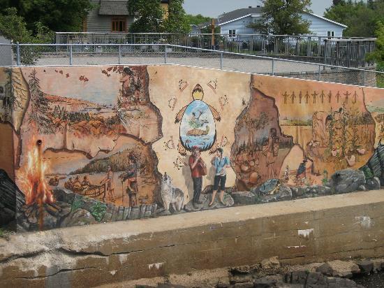 Place de la Nation: La Fresque du peuple wendat