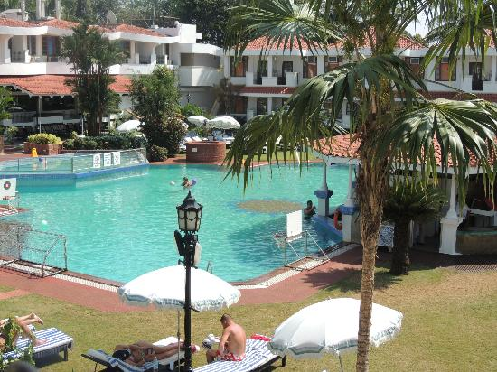 Cansaulim, Inde : View of the pool area.