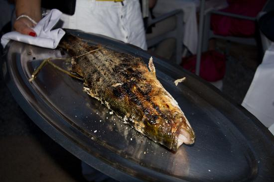 Plage Restaurant Paloma Beach : Perfectly grilled Sea Bass presented before service