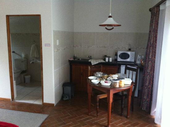 Mongoose Manor : Kitchenette / Dining