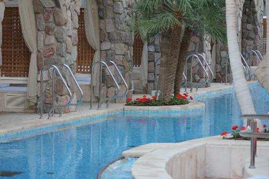 Isrotel Agamim: выход в бассейн с номеров первого этажа