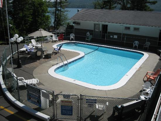 Lake N Pines Motel: Outdoor Pool Area