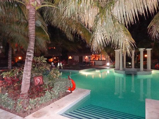 TRS Yucatan Hotel: View of RSY pool bar from across the pool