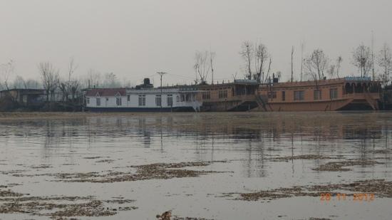 New Buckingham Palace Houseboat: View of Nagin Lake!!