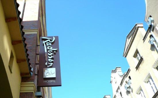 Radisson Blu Hotel Gdansk: Front Entrance