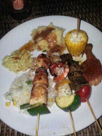 Fat Yogi Cottages: Buffet at SKY GARDEN. A must GO