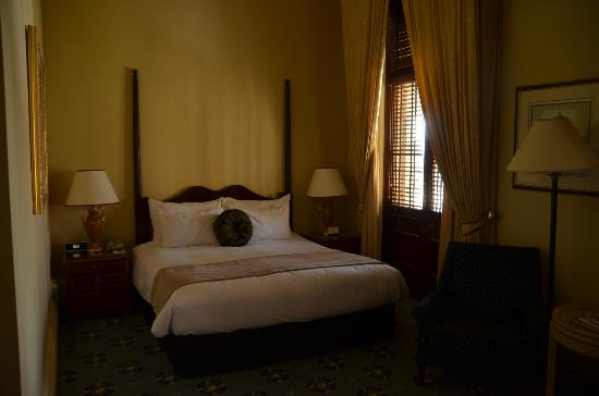 Treasury Hotel & Casino: Gorgeous stately room!