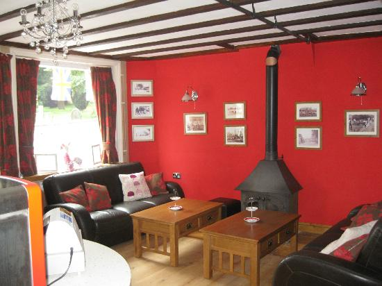 The Old Bakers Cottage Coffee Shop and Tea Garden: Coffee Shop - sofas and log burner area