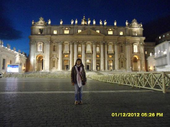 Vatikanstaten, Italien: rosalba davanti alla basilica