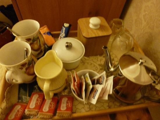 Fernlea Guest House : Tea tray in room