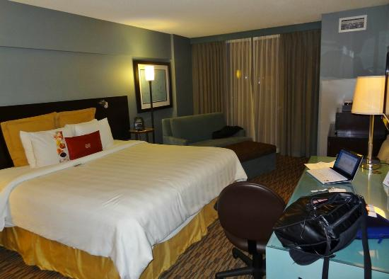 Crowne Plaza Chicago O'Hare: Room