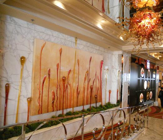 โกลเด้นนักเกต: Lovely reception area glasswork