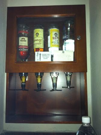 Hotel Riu Ocho Rios: liquor dispenser