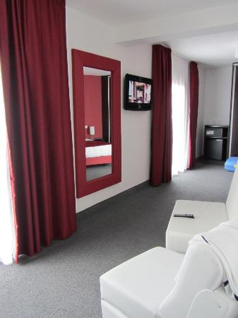 Miramar Hotel & SPA: specchio, divanetti