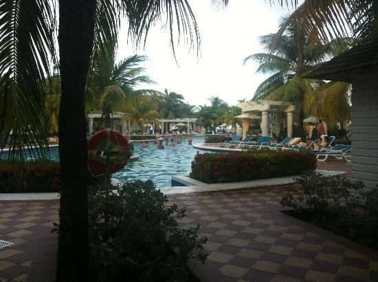 ClubHotel Riu Ocho Rios: pool area.