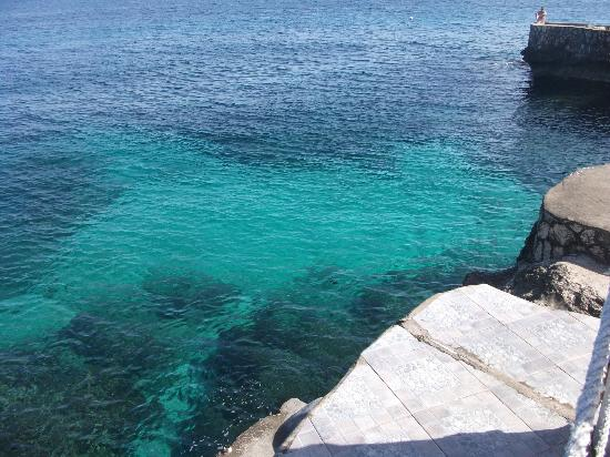 Samsara Cliffs Resort: the water