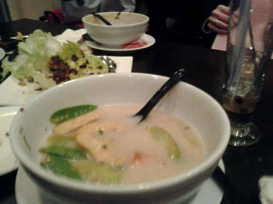 Lemongrass Viet-Thai Restaurant: Coconut chicken soup with tofu substitute