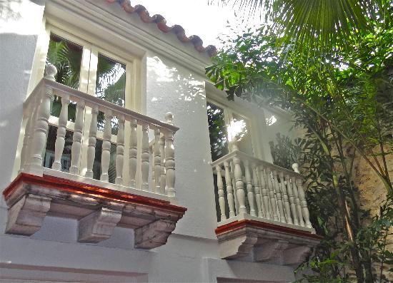 Casa Quero: Our balconies kept our room bright