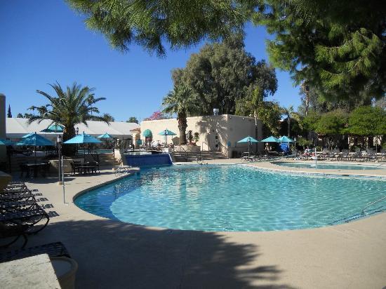 Scottsdale Plaza Resort: Main pool area