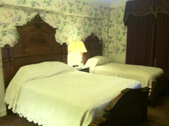 Strater Hotel: one queen bed and a twin