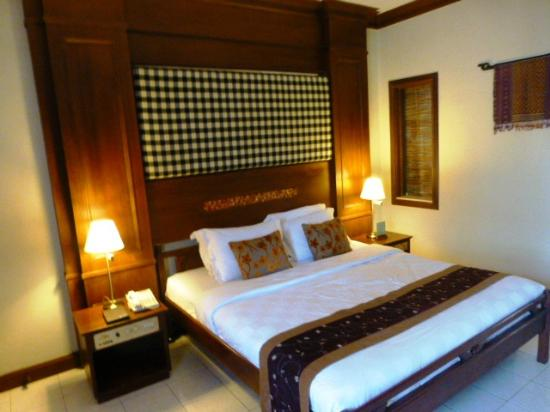 Rama Beach Resort and Villas: bed