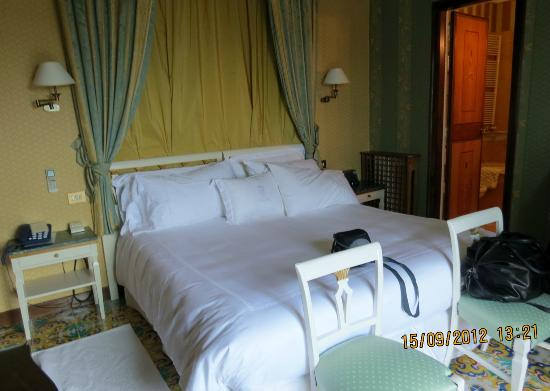 Grand Hotel Cocumella: bedroom of suite