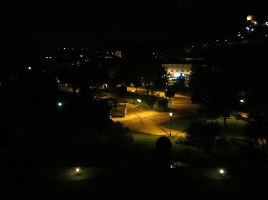 Hotel dos Templarios: parco di notte