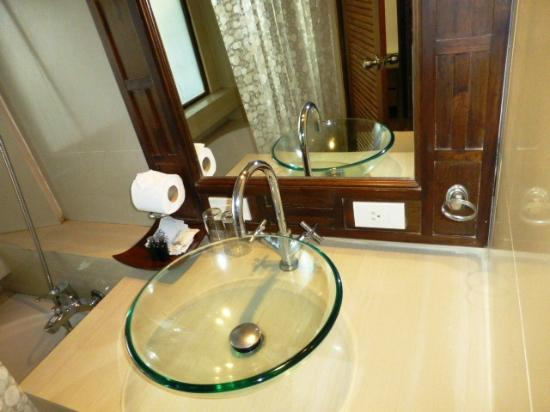 Club Bamboo Boutique Resort and Spa: bath