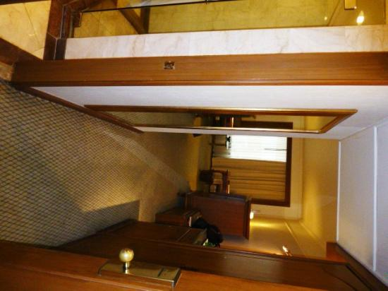 Swissotel Le Concorde: room