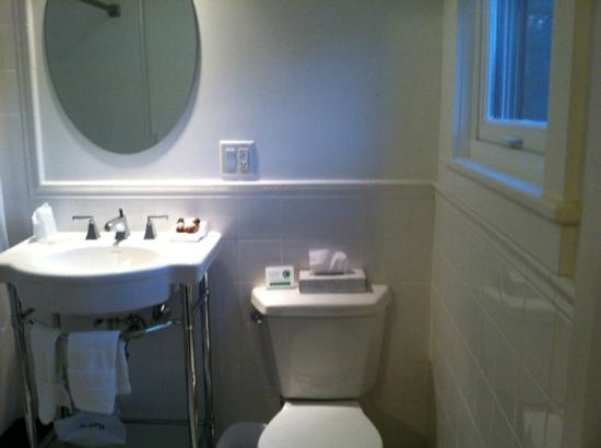 Woodbound Inn: Bathroom