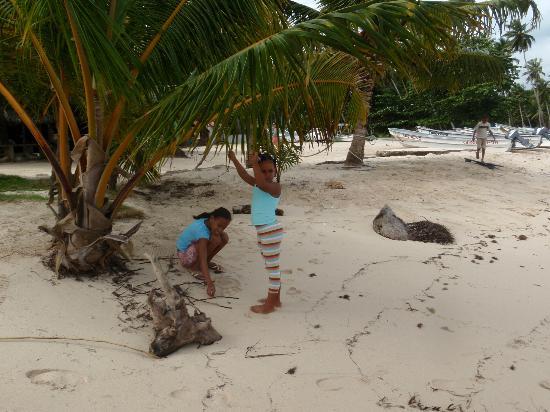 Grand Bahia Principe Cayacoa: Las Galeras girls