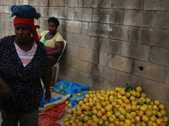 Grand Bahia Principe Cayacoa: El Limon street market