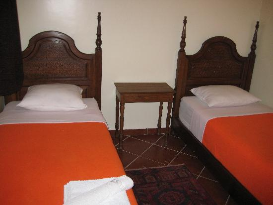 Hotel Atlas: chambre twin avec douches, toillettes , TV et AC