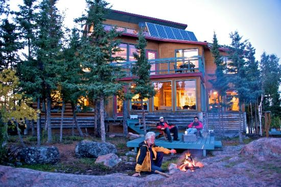 Blachford Lake Lodge: Summer nights at the fire.