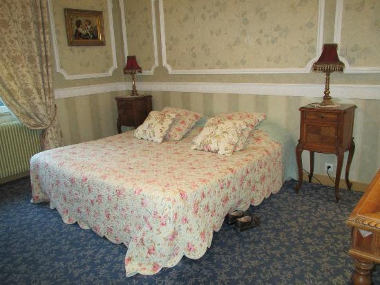 La Roseraie Biebler Hotel-Restaurant : Very comfortable bed