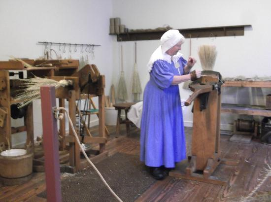 Historic Roscoe Village: How to make a broom