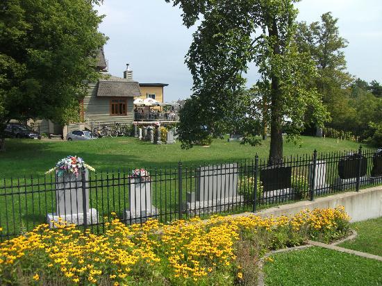 Maison du Tourisme de Wendake: Le petit cimetière