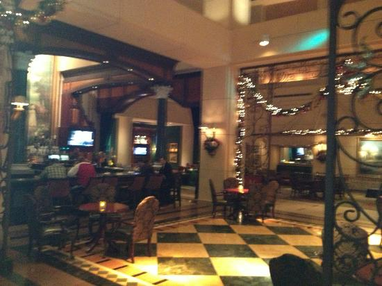 Manchester Grand Hyatt San Diego: The downstairs bar