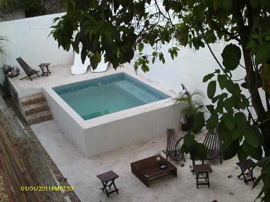 Hotel Latino: small dipping pool, small furniture